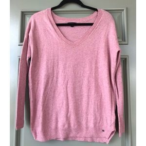 AE Outfitters V-Neck lightweight sweater. 🌸